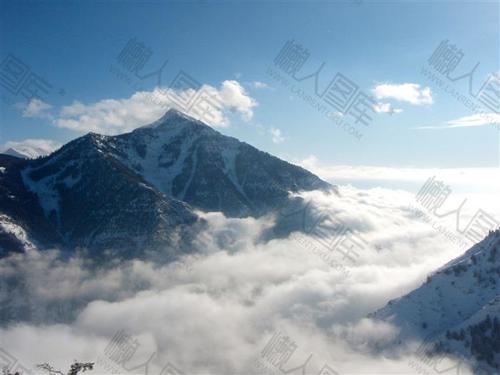 高山云雾背景图
