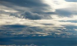 天空乌云密布图片