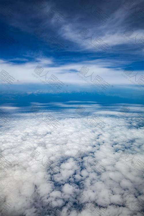 唯美蓝色天空图片背景素材