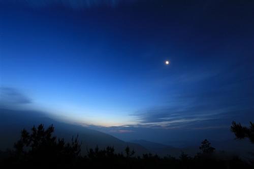 蓝色夜空图片