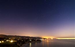 城市江边夜景图片