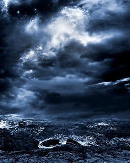 电闪雷鸣海浪图片