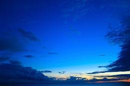 日出破晓风景图