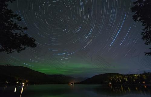 夜空星轨摄影图