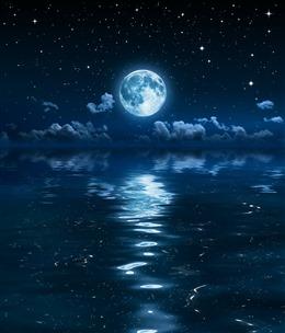 湖面月光倒影