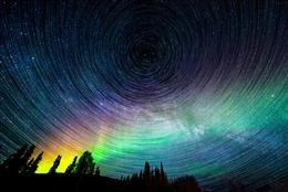 夜空星轨唯美图片