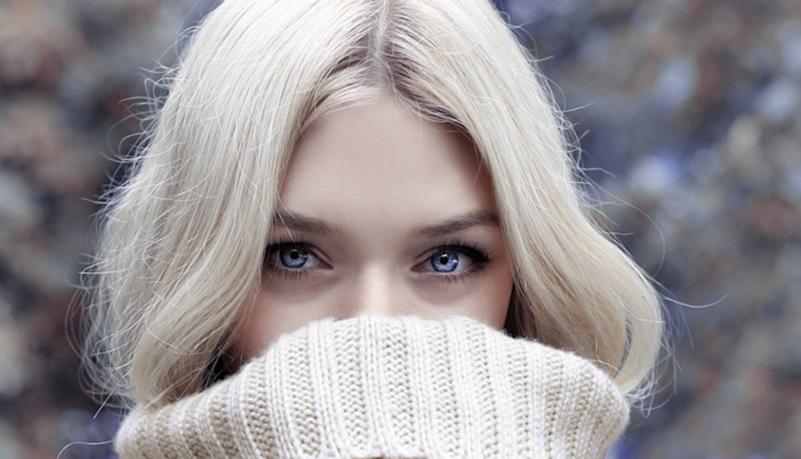 白色毛衣美女图