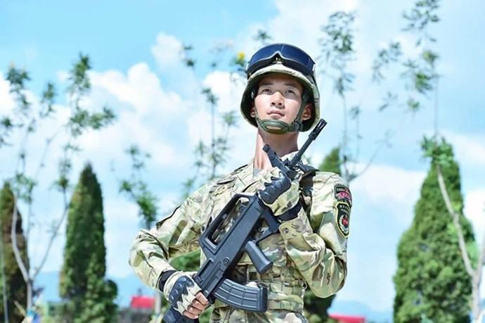 綠色軍人背景圖片