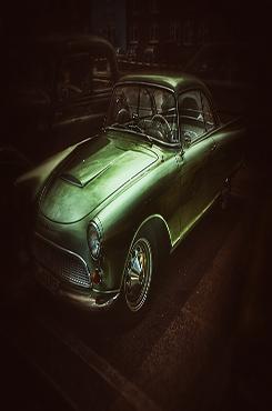墨绿大气主题汽车宣传背景图片