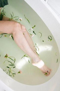 美腿诱惑美女出浴写真